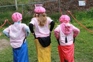 Tre hoppende glade rosa russ!